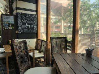 本牧ドッグカフェ【hasamu(ハサム)】室内で味わう肉汁たっぷり贅沢ハンバーガー